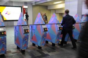 реклама в метро турникеты