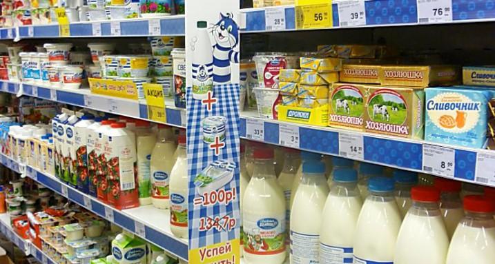 Полки с молочной продукцией