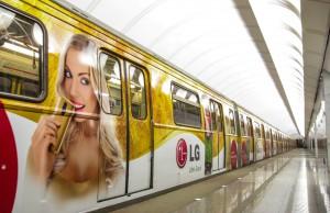 реклама в метро вагона