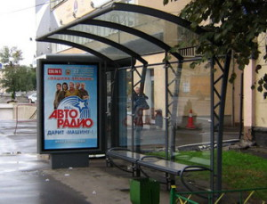 Наружная реклама на остановке